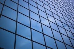 Chiuda in su del vetro del grattacielo fotografia stock libera da diritti