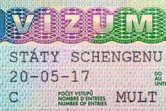 Chiuda su del visto in passaporto La repubblica Ceca del concetto di viaggio di shengen fotografia stock libera da diritti