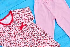 Chiuda su dell'abito naturale della neonata Fotografia Stock