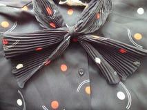 Chiuda su dell'arco sulla blusa d'annata Fotografie Stock Libere da Diritti