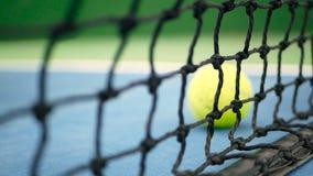 Chiuda su dell'attrezzatura del tennis sulla corte Sport, concetto di ricreazione stock footage