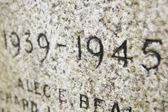 Chiuda in su dell'iscrizione della data sul memoriale di guerra Fotografia Stock Libera da Diritti