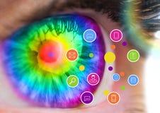 Chiuda su dell'occhio contro le icone dell'applicazione digitalmente generate fotografia stock
