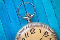 Chiuda su dell'orologio da tasca di vecchio stile Fotografia Stock