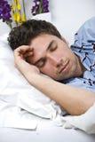 Chiuda in su dell'uomo addormentato Immagine Stock