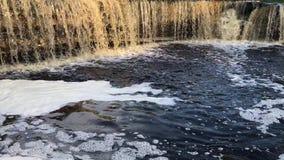 Chiuda in su della cascata stock footage