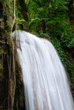 Chiuda su della cascata di Erawan alla terza fila Fotografia Stock