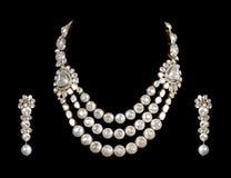 Chiuda in su della collana di diamante con l'anello di orecchio del diamante Fotografia Stock