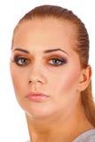 Chiuda in su della donna che il fronte con l'arancio compone Immagini Stock Libere da Diritti
