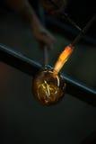 Formazione dell'oggetto di vetro con la torcia Immagini Stock Libere da Diritti