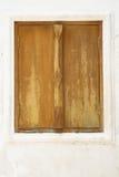 Chiuda in su della finestra marrone dell'annata Immagine Stock