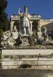 Chiuda su della fontana di Roma fra il Tevere e il Aniene Fotografia Stock