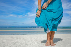 Chiuda su della gonna della donna su vento Fotografia Stock Libera da Diritti