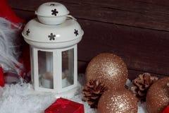 Chiuda su della lanterna bianca della candela di Natale Fotografia Stock