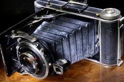 Chiuda su della macchina fotografica dei soffietti dell'oggetto d'antiquariato Fotografia Stock