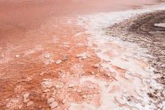 Chiuda su della palude d'acqua salata in saline in sal Capo Verde - Cabo Ver Immagine Stock