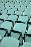 Chiuda su della parte posteriore dei sedili di un'arena di verde Fotografie Stock