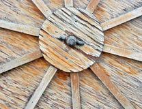 Chiuda in su della rotella di legno del carrello Fotografia Stock