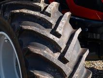 Chiuda su della ruota della gomma del trattore Fotografie Stock Libere da Diritti