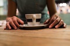 Chiuda su della tazza in caffetteria Fotografie Stock