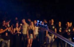 Chiuda su della testa della chitarra Fotografia Stock