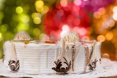 Chiuda su della torta casalinga appetitosa con cioccolato differente Orn Fotografia Stock Libera da Diritti