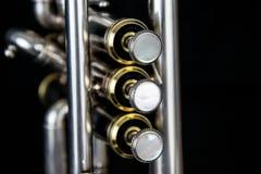 Chiuda su della tromba silverplated fotografie stock