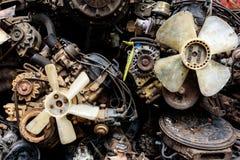 Chiuda su delle attrezzature riutilizzate dell'automobile Immagine Stock
