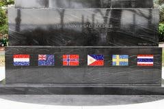 Chiuda su delle bandiere del mosaico sul monumento universale del soldato, un memoriale a coloro che ha combattuto nella guerra d fotografia stock libera da diritti