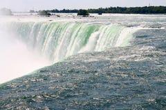Chiuda in su delle cadute a ferro di cavallo canadesi Niagara Falls Fotografia Stock Libera da Diritti
