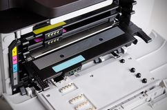 Chiuda su delle cartucce di toner della stampante a laser di colore Fotografia Stock Libera da Diritti