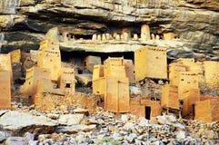 Chiuda in su delle case di Tellem e di Dogon Fotografia Stock Libera da Diritti