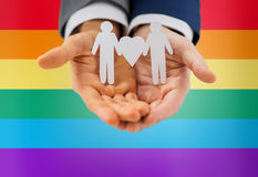 Chiuda su delle coppie gay maschii felici con il simbolo di amore Immagini Stock Libere da Diritti