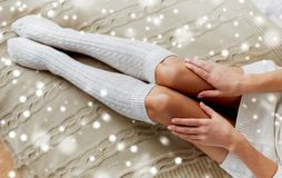 Gambe della donna sul letto stock images download 273 photos - Gambe del letto ...