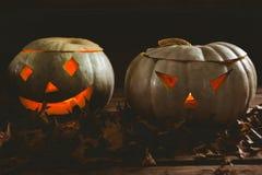 Chiuda su delle lanterne illuminate del kack o con le foglie di autunno Fotografia Stock Libera da Diritti