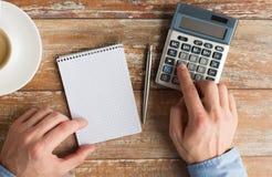 Chiuda su delle mani con il calcolatore ed il taccuino Immagini Stock Libere da Diritti