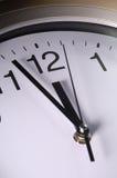 Chiuda in su delle mani di orologio Immagine Stock Libera da Diritti