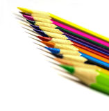 Chiuda in su delle matite di colore con colore differente Fotografie Stock Libere da Diritti
