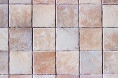 Chiuda su delle mattonelle decorative beige della cucina fotografia stock libera da diritti