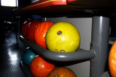 Chiuda su delle palle da bowling Fotografia Stock