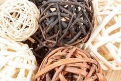 Palle di legno di vimini decorative Fotografie Stock