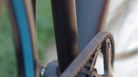 Chiuda su delle parti della bicicletta stock footage