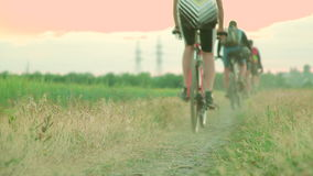 Chiuda su delle ruote di bicicletta video d archivio