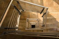 Chiuda su delle scale moderne di spirale di corridoio Fotografia Stock Libera da Diritti