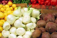 Chiuda in su delle verdure sul basamento del mercato Immagine Stock Libera da Diritti