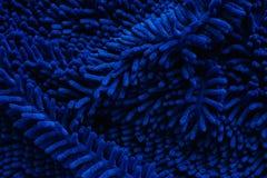 Chiuda su dello zerbino o del tappeto blu strutturato fotografia stock