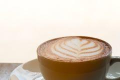 Chiuda su di arte calda del latte del caffè Fotografia Stock