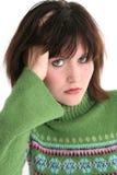Chiuda in su di bella ragazza teenager in maglione verde fotografia stock libera da diritti