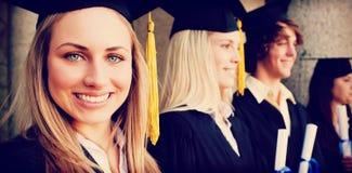 Chiuda su di bello laureato con gli occhi azzurri fotografia stock
