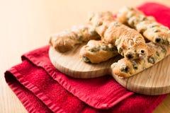 Chiuda su di Chunky Italian Olive Breadsticks Immagine Stock Libera da Diritti